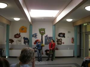 Bilder im Eingang der Schule