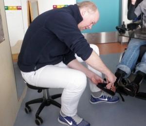 Orthopädie-Mechaniker bei der Arbeit